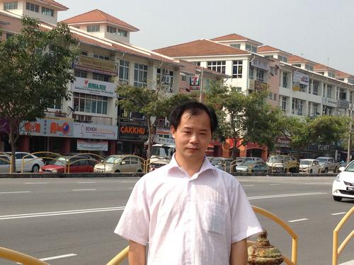 Dong Xinjian laoshi train Zhineng qigong in Malaysia in 2012
